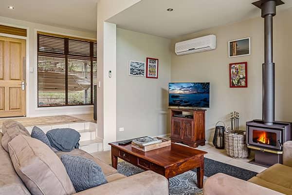 Lounge | Holiday Mountain Retreat | Queensland | Ravensbourne Escape