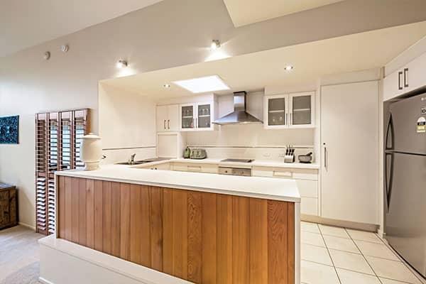 Kitchen | Holiday Mountain Retreat | Queensland | Ravensbourne Escape